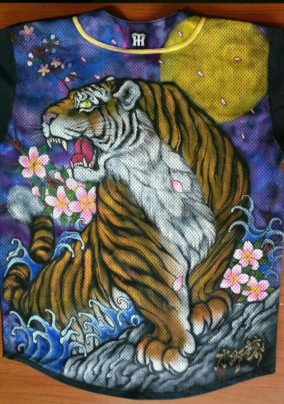 阪神タイガース 手描きユニフォーム 虎全面