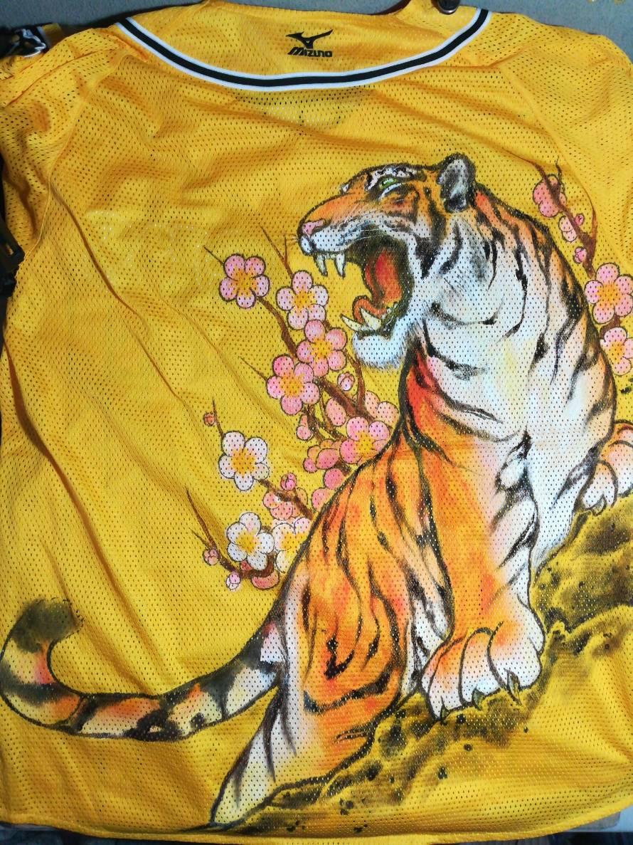 阪神タイガース 手描きユニフォーム 虎と梅